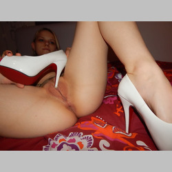Amateur-Blonde-White-Heels-in-Bed-6.jpg