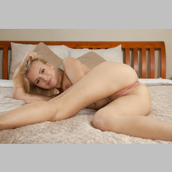 Blonde-Brittany-XXX-with-Beautiful-Pussy-from-MetArt-in-Bed-2.jpg