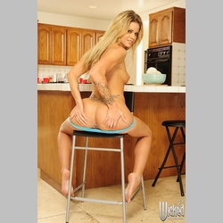 Blonde-Jessa-Rhodes-in-Kitchen-4.jpg