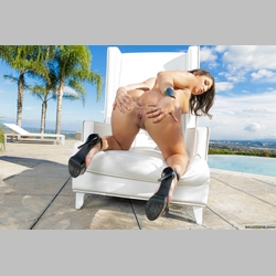 Curvy-Brunette-Abella-Danger-Wearing-High-Heels-14.jpg