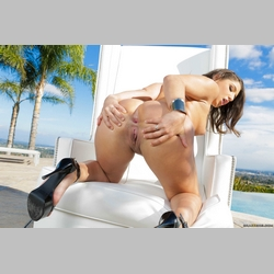 Curvy-Brunette-Abella-Danger-Wearing-High-Heels-15.jpg
