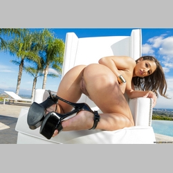 Curvy-Brunette-Abella-Danger-Wearing-High-Heels-17.jpg
