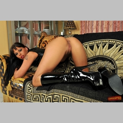 Raven-Haired-Simony-Diamond-Wearing-High-Heels-1.jpg