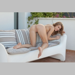 Viola-Bailey-Couch-Pool-from-MetArt
