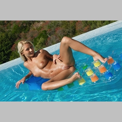 Blonde-Annely-Gerritsen-in-Pool-from-MetArt